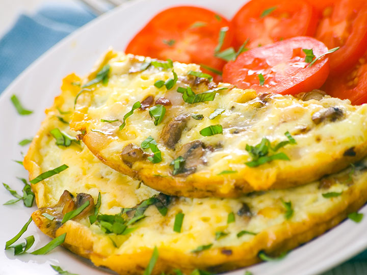 Омлет с сыром и грибами лисичками