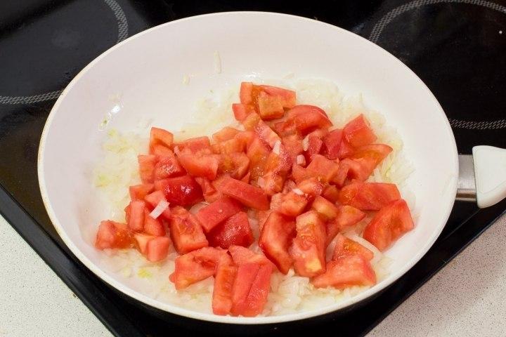 ratatui_jarim_luk_i_pomidoru