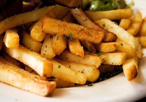 Жаренная картошка с золотистой корочкой