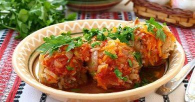 Фаршированный перец с начинкой из мяса риса и кабачка