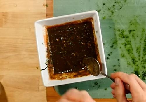 Соус для шашлыка из томатной пасты и зелени