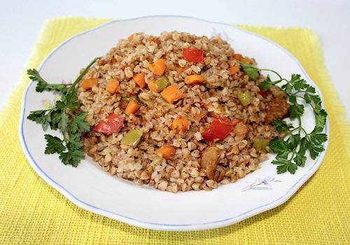 Гречка с мясом и овощами в духовке