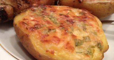 Запеченный картофель в чесночном соусе