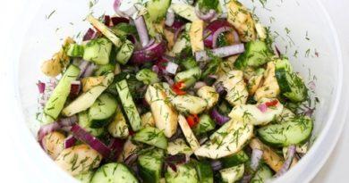 Салат с огурцами и яблоками