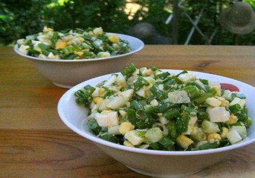 Салат весенний из яиц и зелёного лука