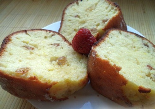 Творожный кекс с лимоном и изюмом