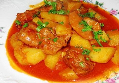 Гуляш по-венгерски из говядины и картофеля