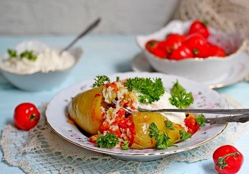 Фаршированный перец рисом и овощами