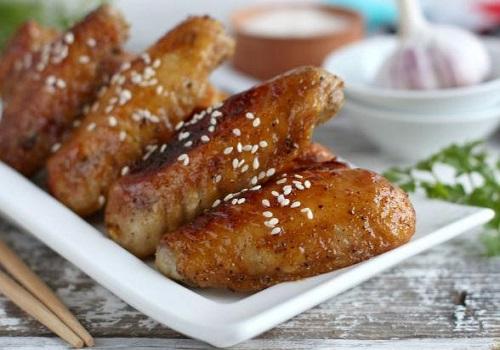 Куриные крылышки глазированные в медово-соевом соусе