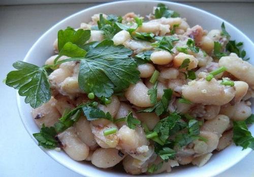Салат лобио из фасоли с орехами и луком