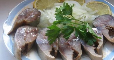 Скумбрия солёная по-домашнему с маринованным луком