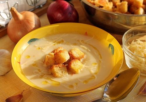 Суп-пюре из цветной капусты с гренками