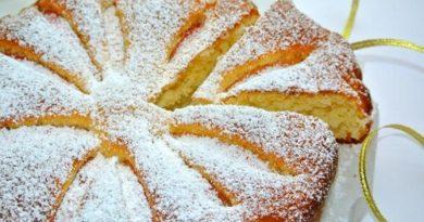 Бисквит с яблоком и медом