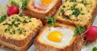Вкусные горячие бутерброды с грибами, ветчиной и сыром