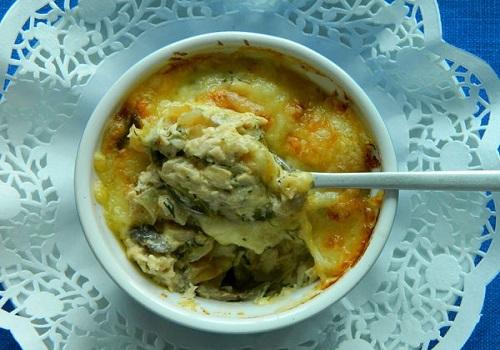 Жюльен из курицы и грибов со сливочным соусом
