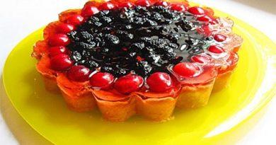 Пирог с шелковицей, творогом и желе