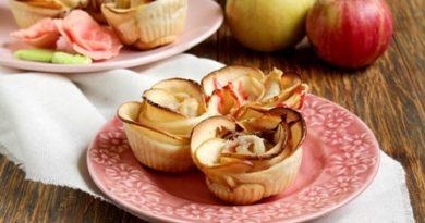 Розы из яблок в слоенном тесте