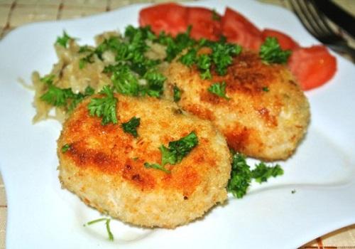 Зразы из куриного мяса с сырной начинкой и зеленью
