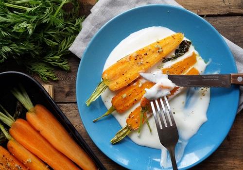 Запеченная морковь с чесноком и шалфеем
