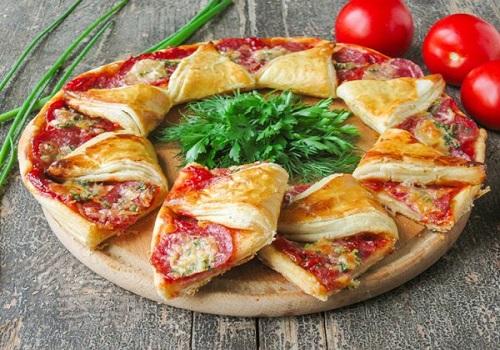 Пицца «солнышко» из слоеного теста