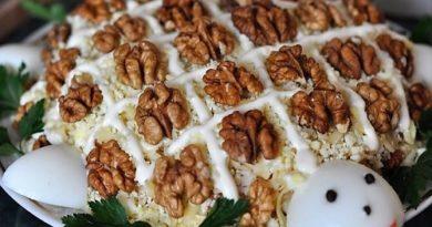 Салат Черепаха с курицей и грецкими орехами