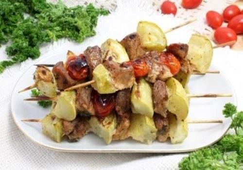 Шашлык из свинины и овощей