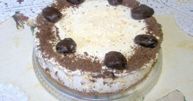 Торт-безе с черносливом