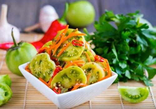 Зелёные помидоры по-корейски с морковью