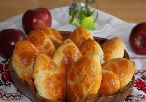 Быстрые пирожки с яблоками в духовке без дрожжей