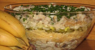 Салат с селедкой, яблоком и сыром