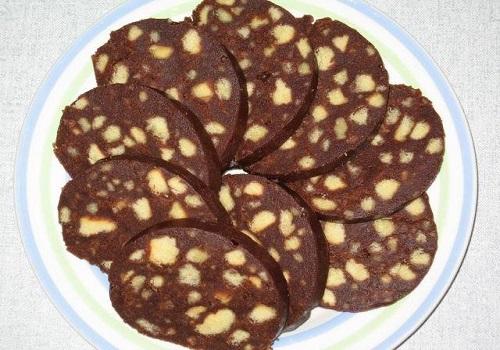 Шоколадная колбаска из печенья со сгущенным молоком