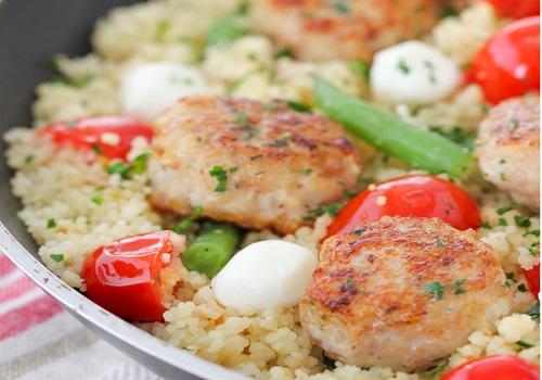 Куриные фрикадельки с кускусом и овощами