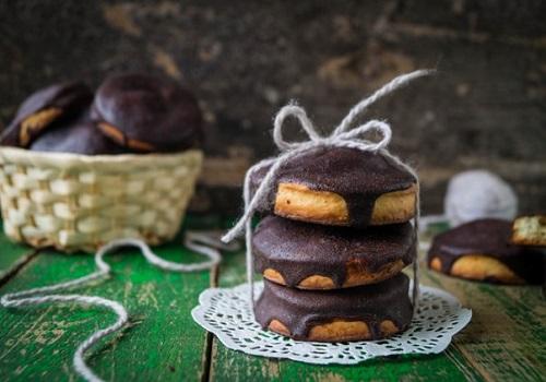 Песочное печенье с шоколадной глазурью