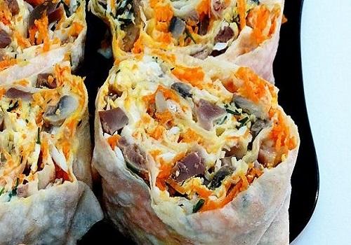 Закуска из лаваша, куриных желудочков и грибов