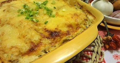 Картофельная запеканка с курицей под сыром