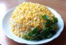 Салат с сардинами, кукурузой и яйцами