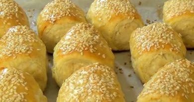 Пирожки из слоёного теста с куриным фаршем