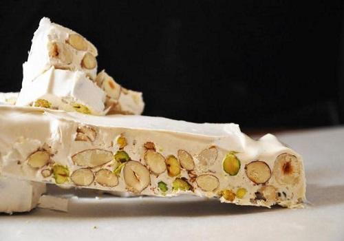 Белая нуга с орехами