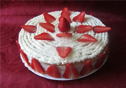 Бисквитный торт «Клубника со сливками»