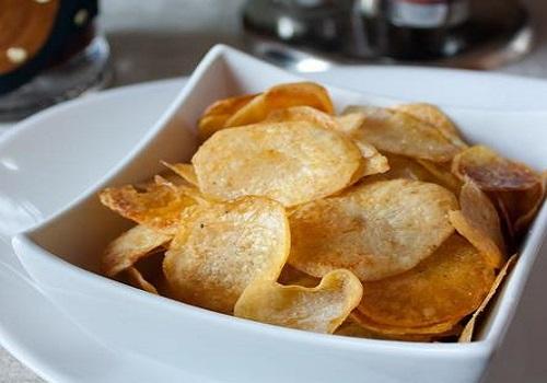 Картофельные чипсы хрустящие и вкусные в духовке рецепт с фото пошагово