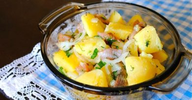 Картофельный салат с сельдью и луком