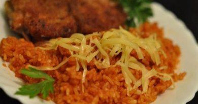 Рис с томатным соусом и сыром