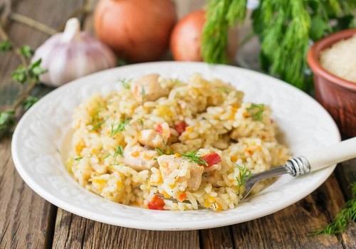 Рис с курицей и овощами в духовке