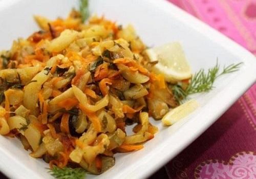 Тушеные кабачки с морковью