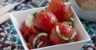 Закусочные помидоры за сутки с чесноком и луком