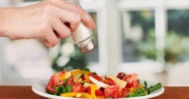 Что делать, если пересолили еду - способы и подсказки исправить блюдо