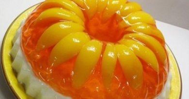 Желейный торт с фруктами и сливками