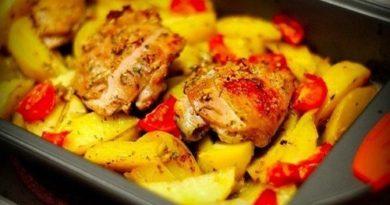 Курица, маринованная в кефире, запечённая с картофелем