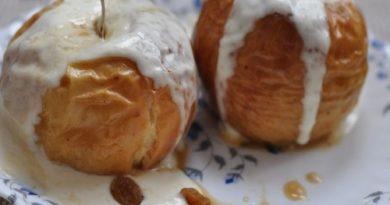 Печеные яблоки с творогом и изюмом