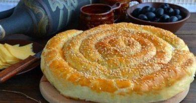 Спиральный пирог из слоёного теста с начинкой